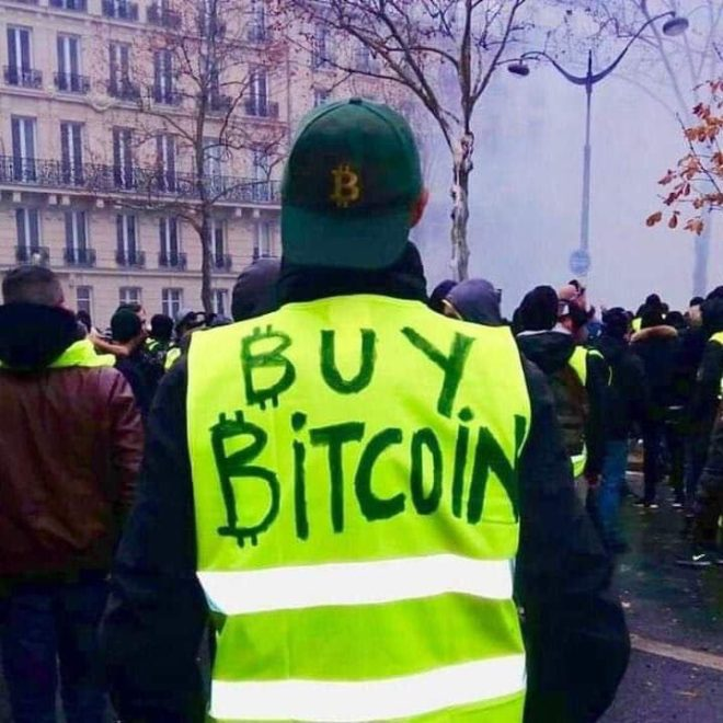 Yellow vest protester - buy Bitcoin